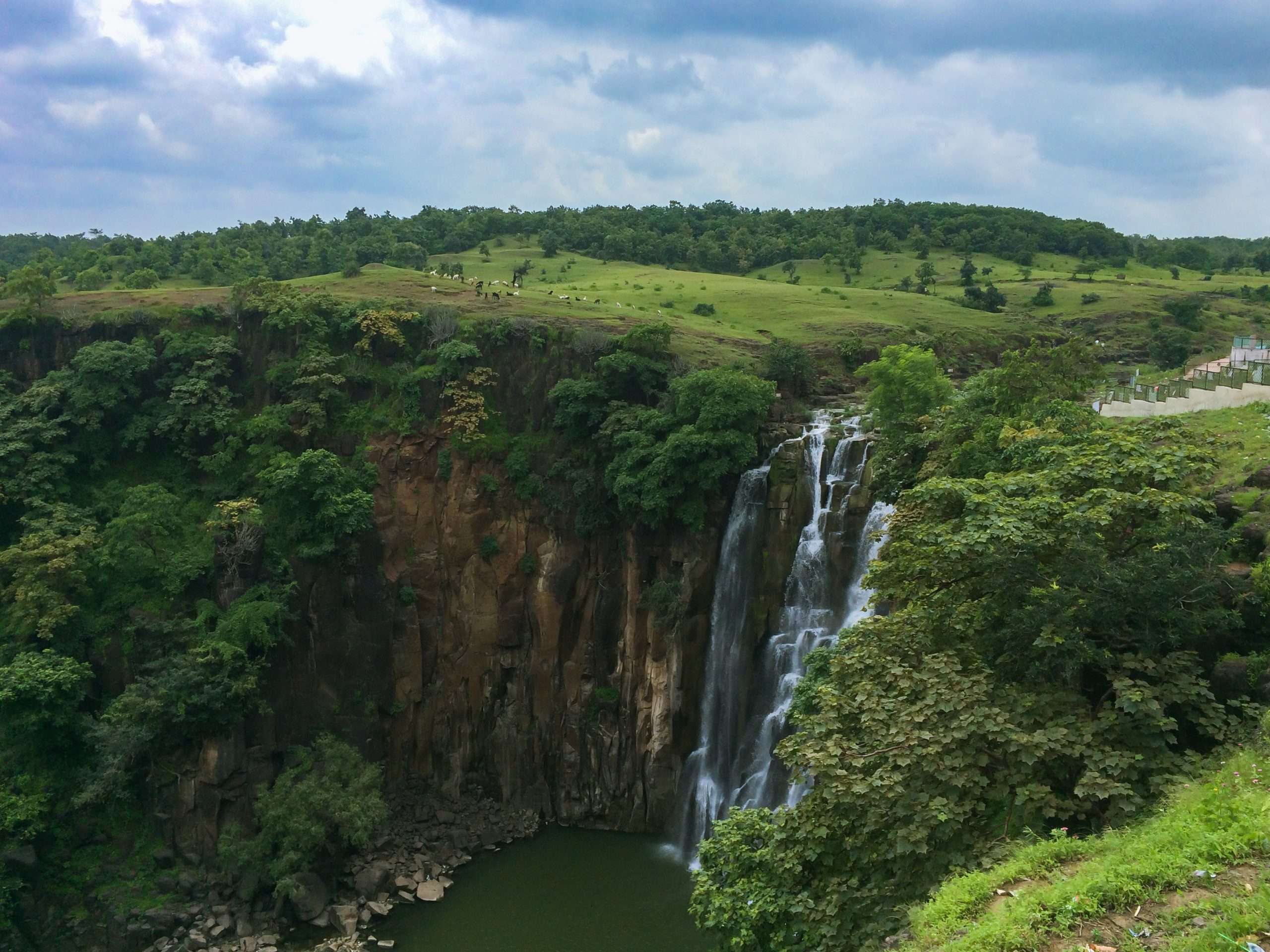 Every Tourist Must Visit in Indore-Patalpani Waterfalls