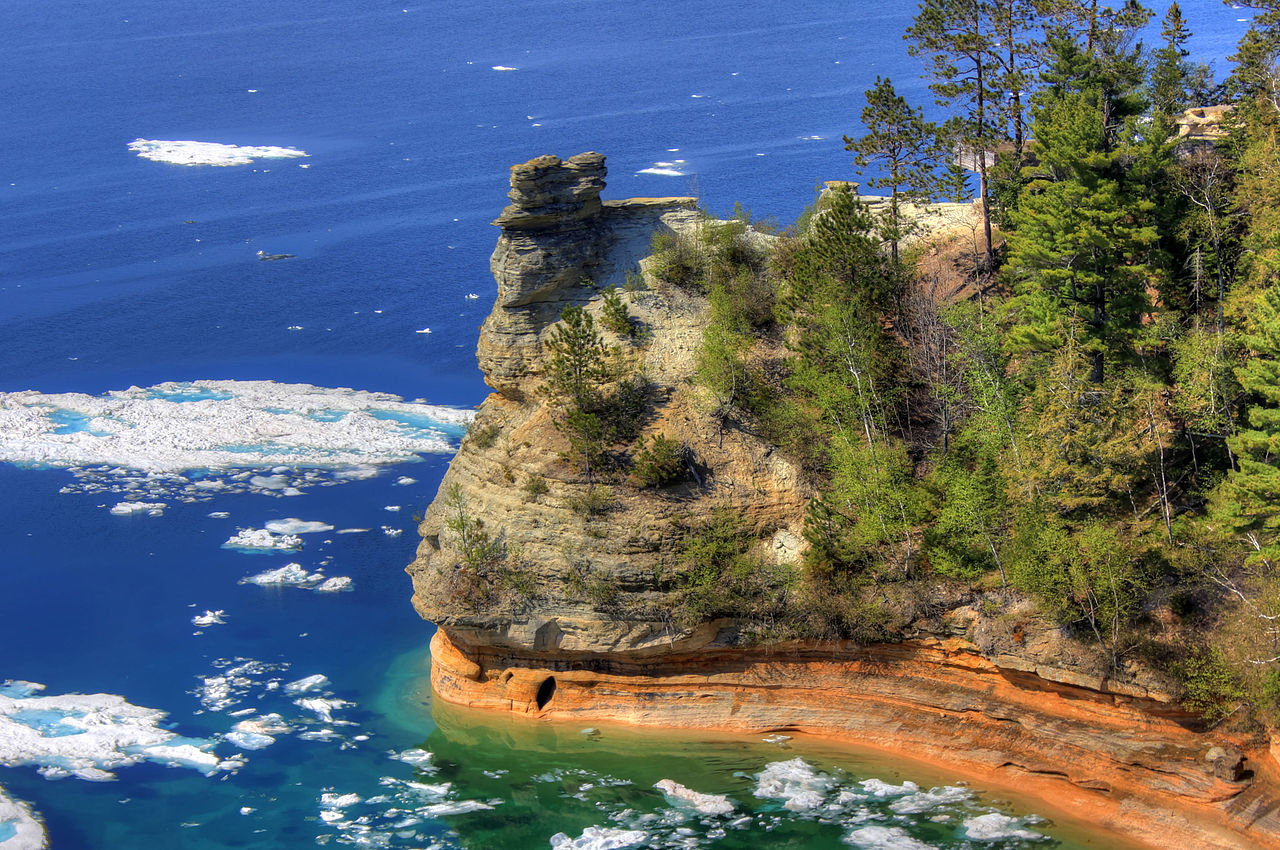 Must Visit Place In Michigan-Pictured Rocks National Seashore