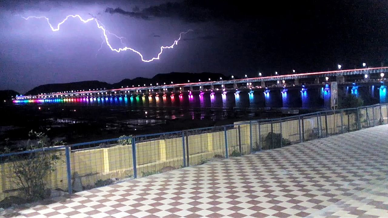 Things To Do Near Undavalli Caves-Visit The Very Famous Prakasam Barrage