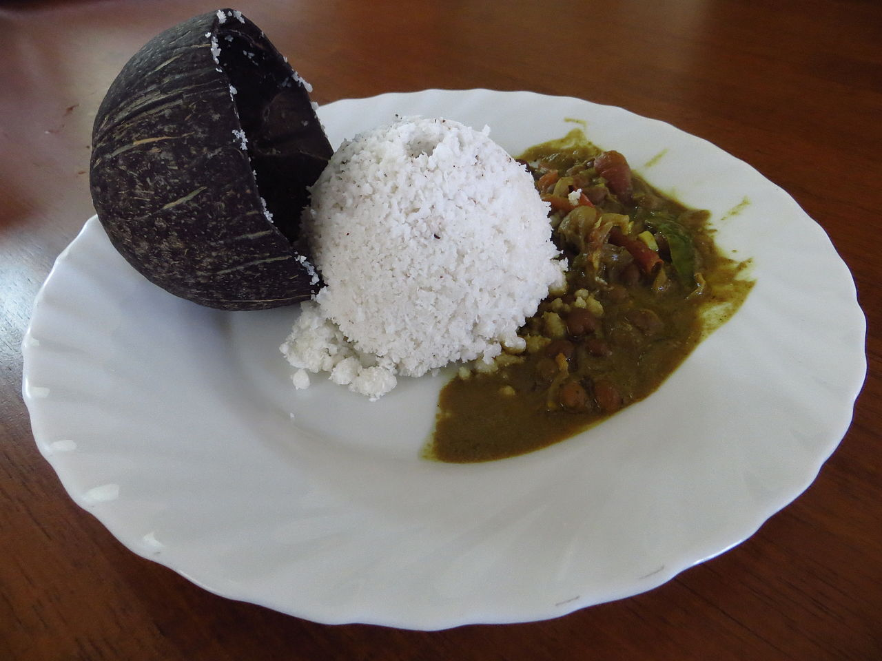 Famous Foods and Dishes from Kerala-Puttu and Kadala Curry