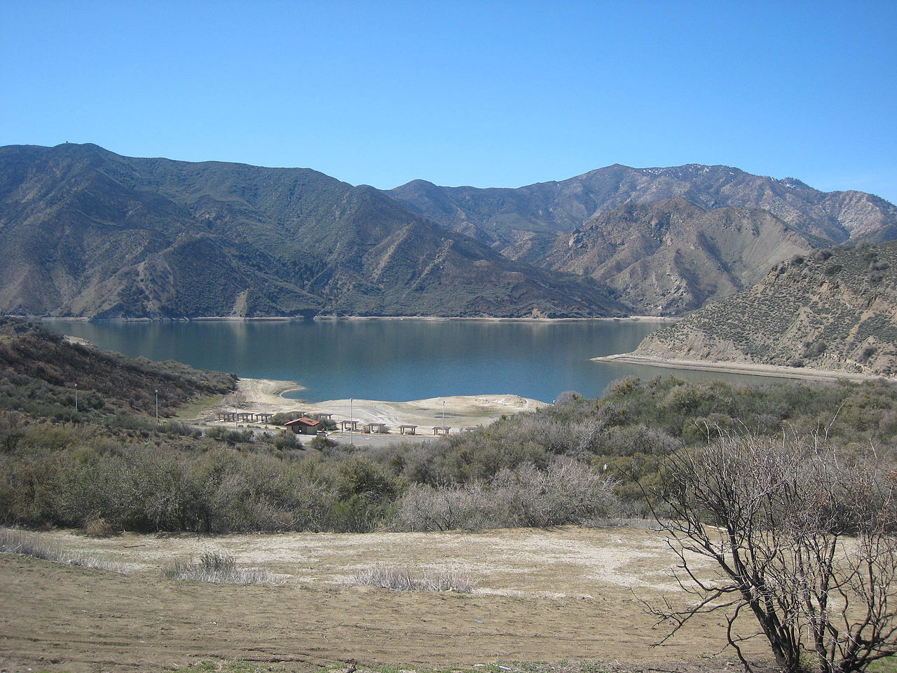 Pyramid Lake - Beautiful Lake in Los Angeles