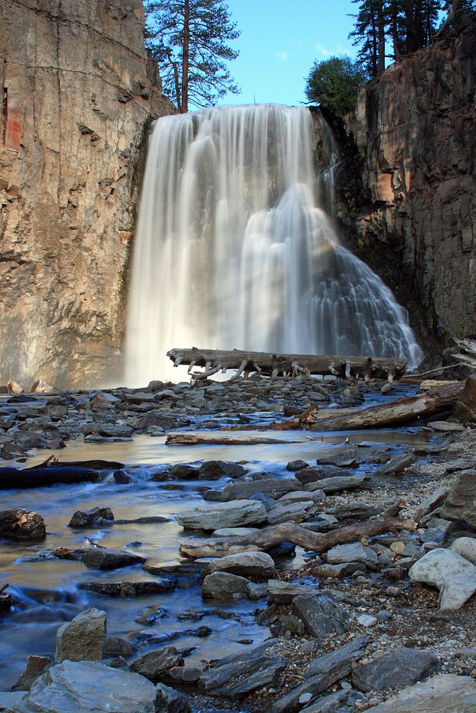 Sight-seeing Waterfall In California-Rainbow Falls