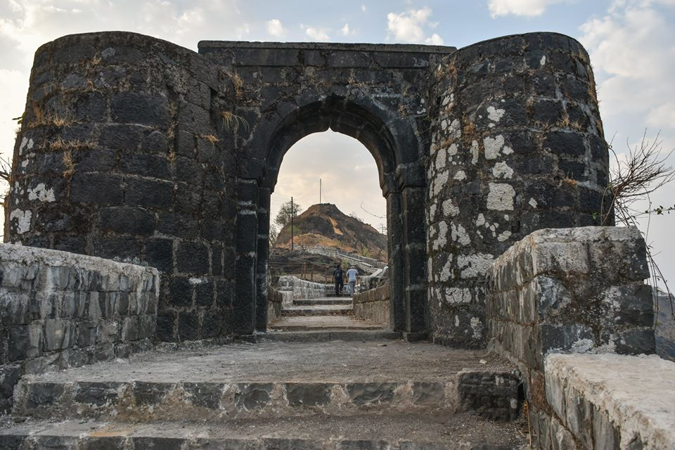Visit Rasalgad Fort in Khed