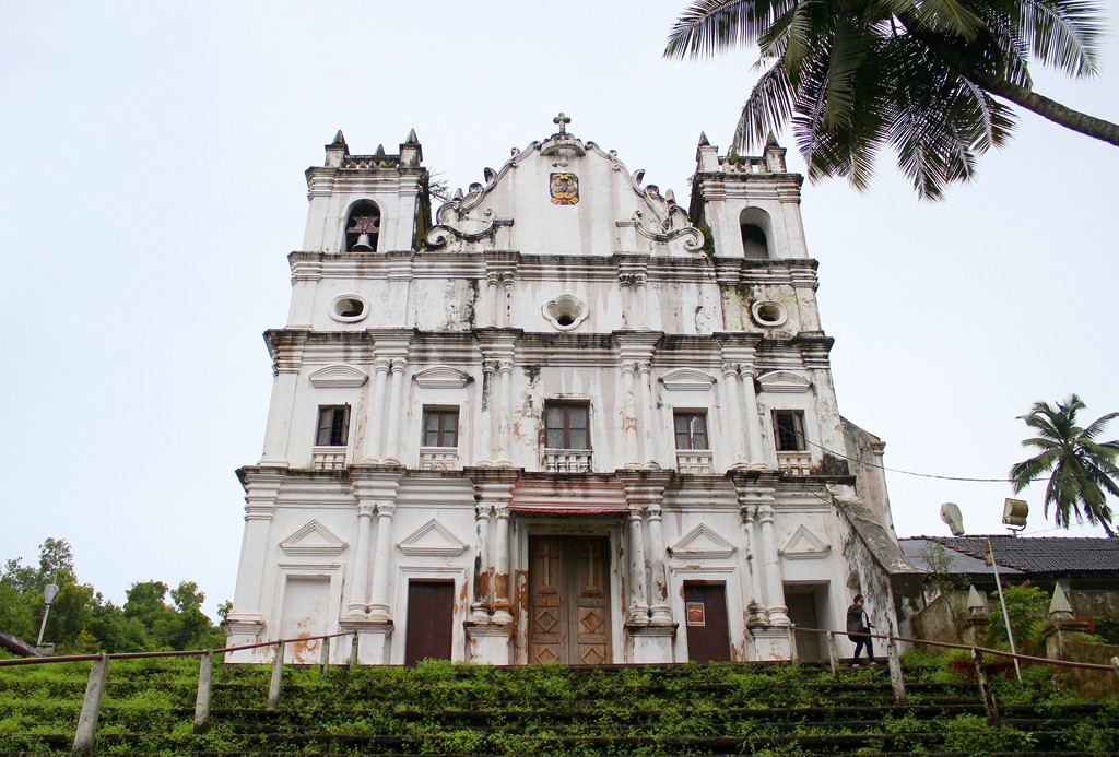 Best Place To Visit Around Dona Paula-Reis Magos Church