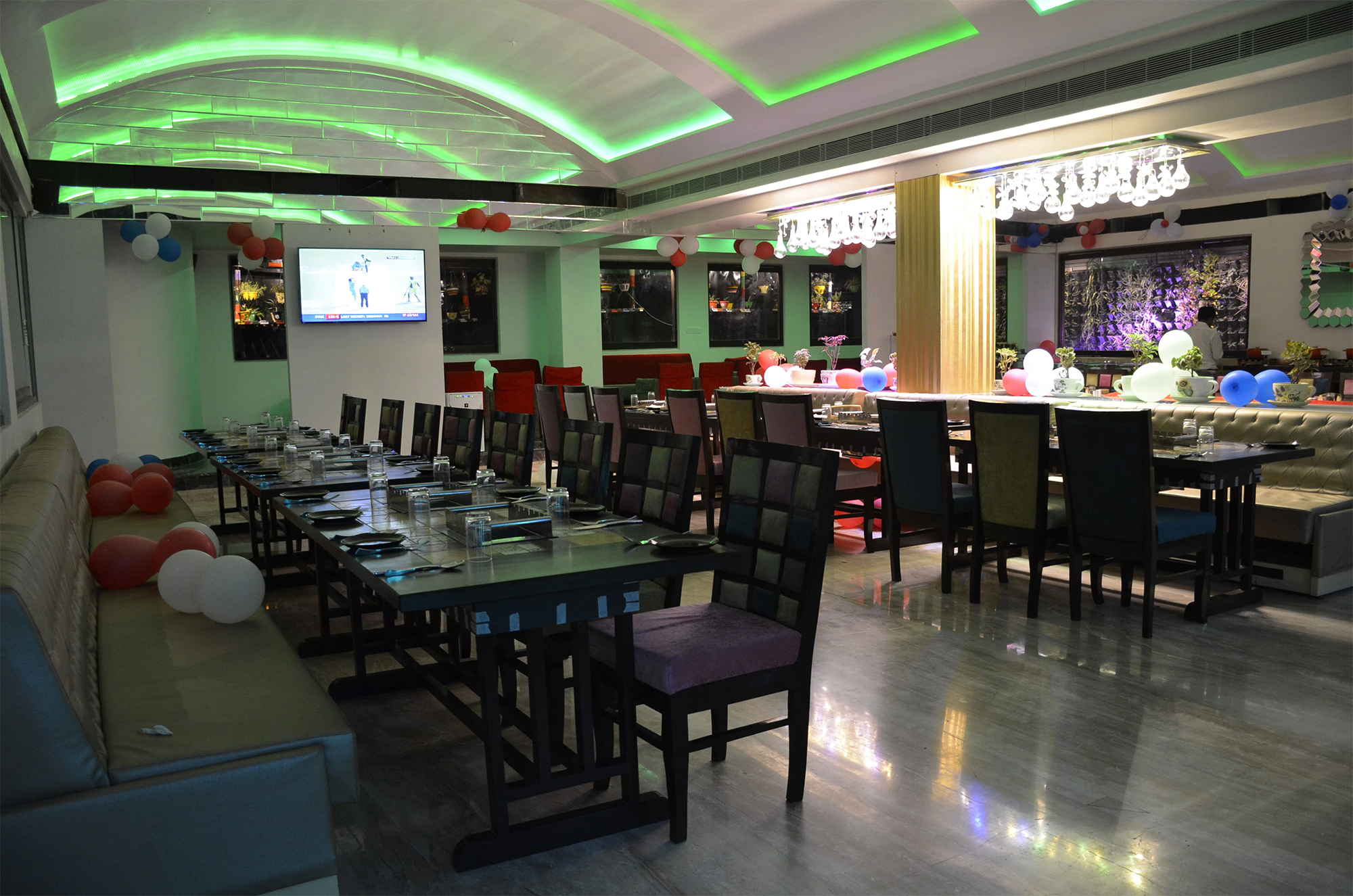 Royal Cafe - Best Restaurant Serving Authentic Lucknowi Food In Lucknow