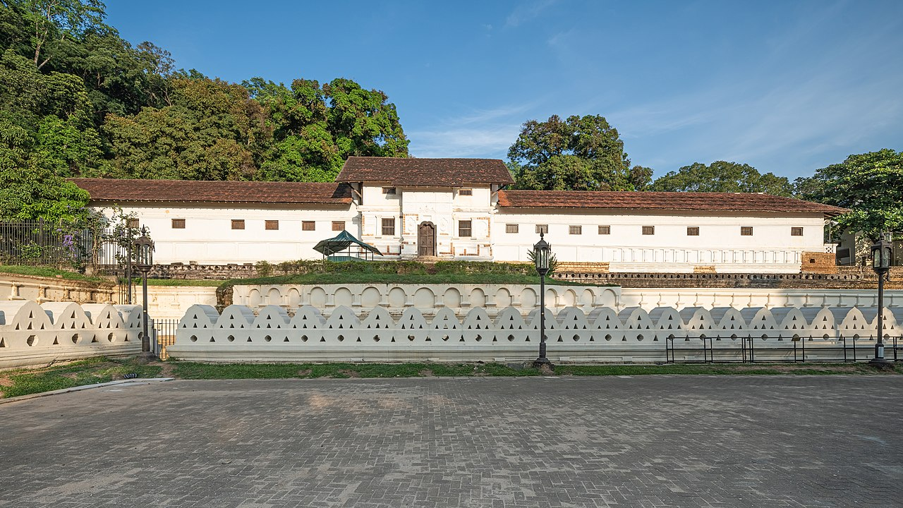 Top Place to Visit in Sri Lanka To Make Your Vacation a Memorable One-Royal Palace of Kandy