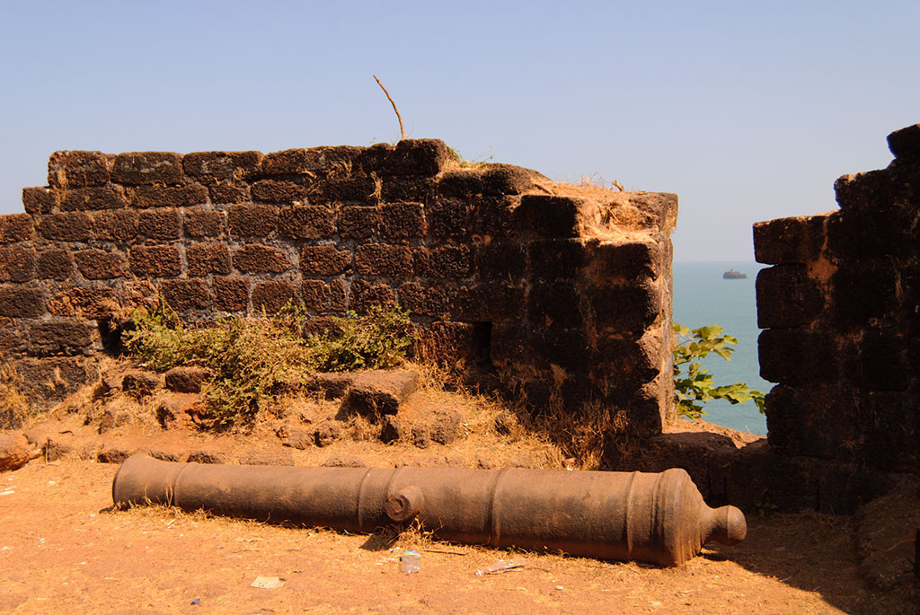 Top Place To Visit Around Dona Paula-Ruins of the Cabo de Rama Fort