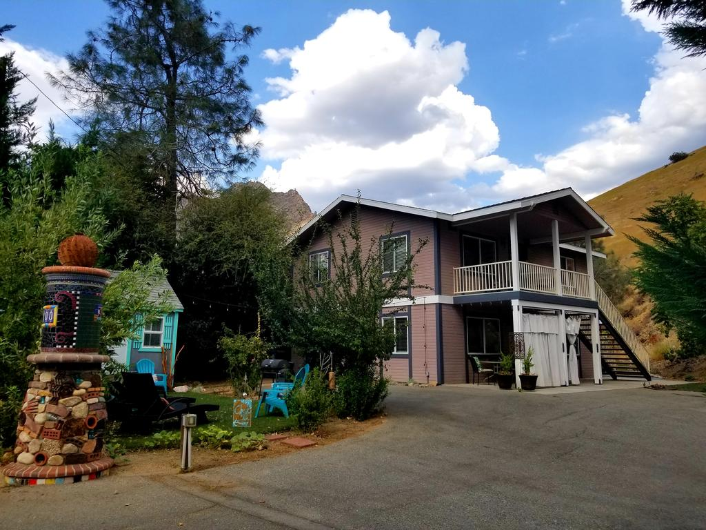 Nice Budget-Friendly Hotel In California-Sacred Mtn River Suites