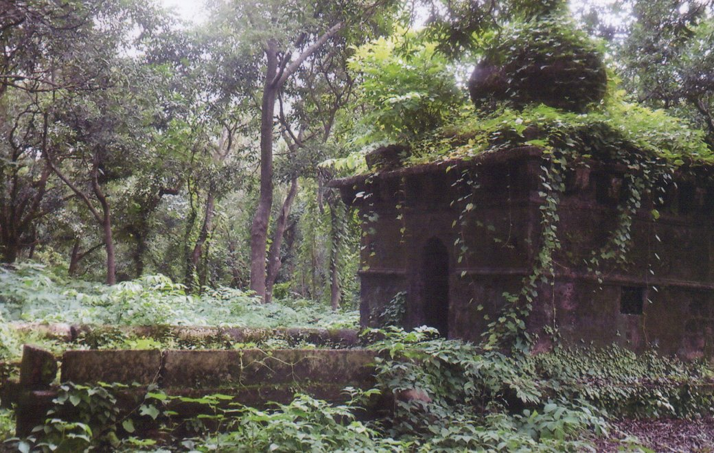 Best Place To Visit Near Vijaydurg Fort-Sambhaji Angre Samadhi