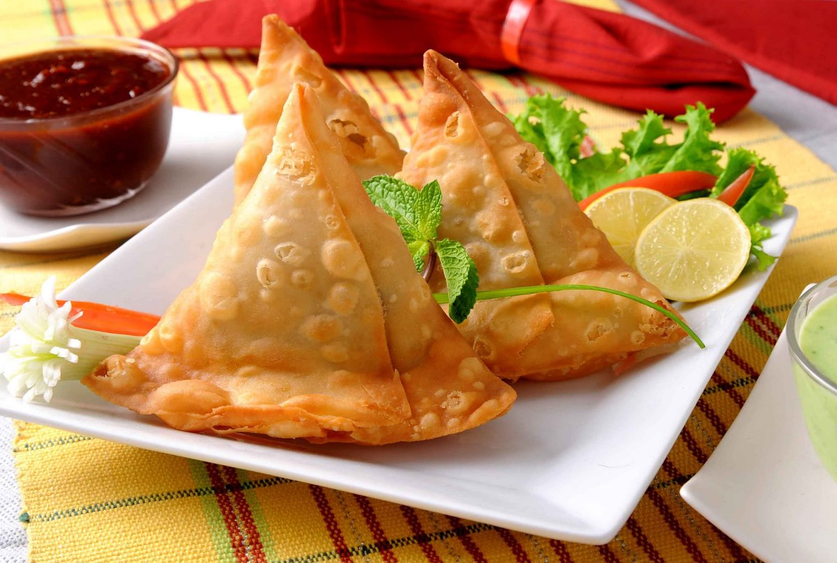 Best Street Food in Sri Lanka-Samosas