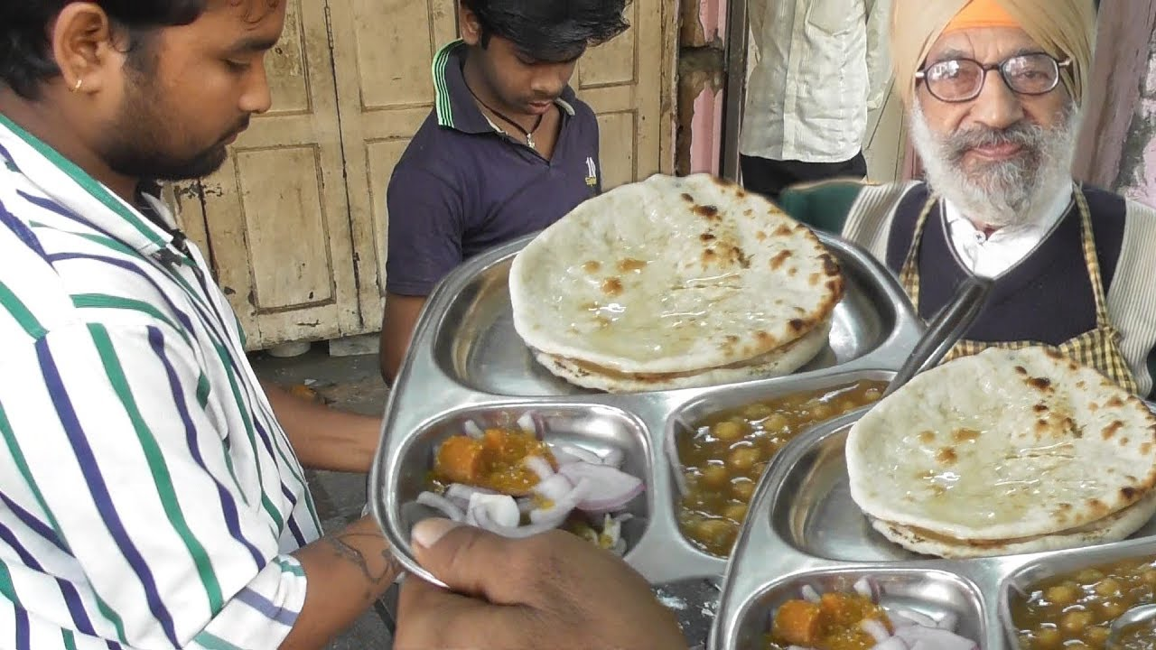 Sardar ke Chole Bhature - Popular Street Food Joints in Lucknow That One Must Not Miss
