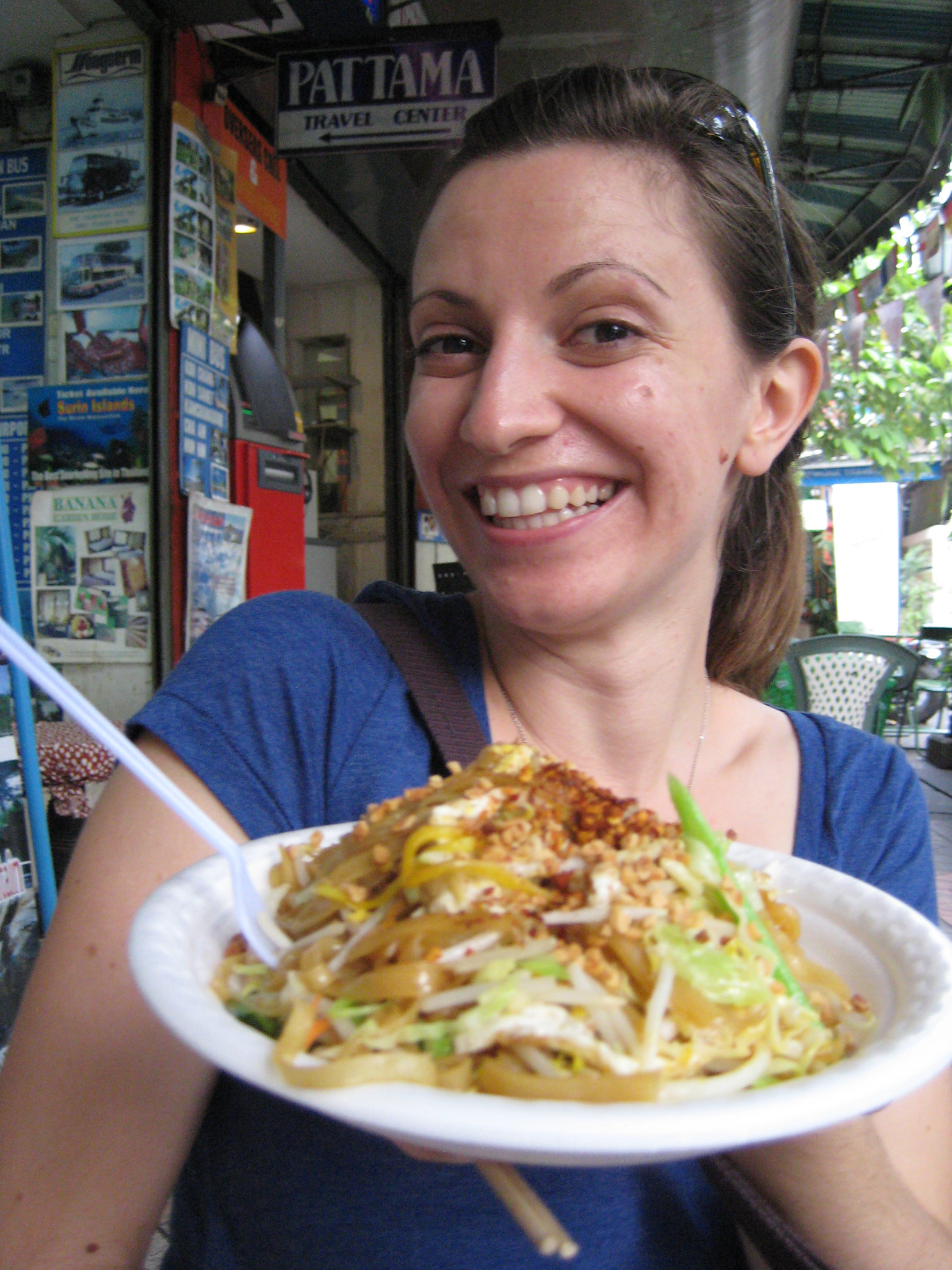 Travel Tips For Singapore: Save Money With Meals at Hawker Centers