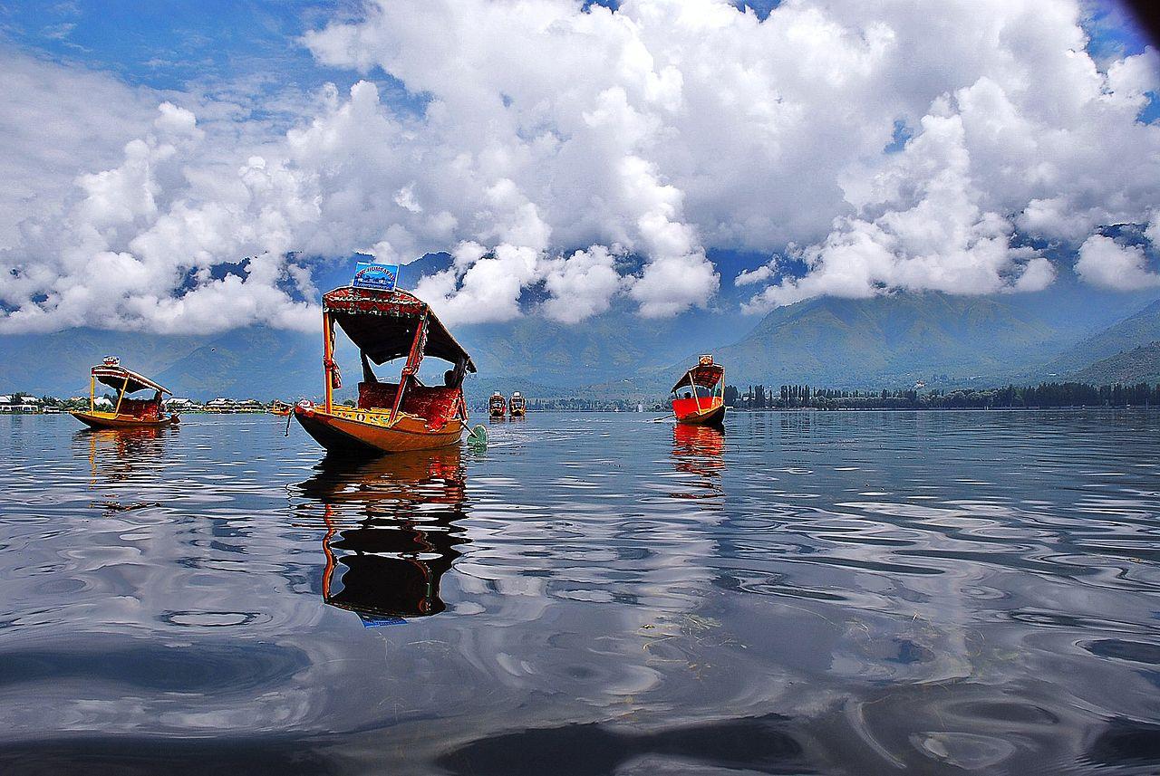 Best Place to Visit in Srinagar-Shikara Ride