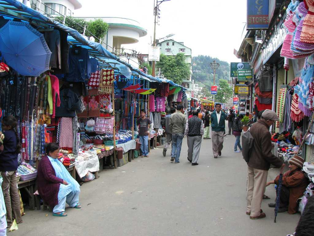 Shopping For Colorful Woolens At Chowkbazar | Things in Darjeeling That Every Traveler Must Do