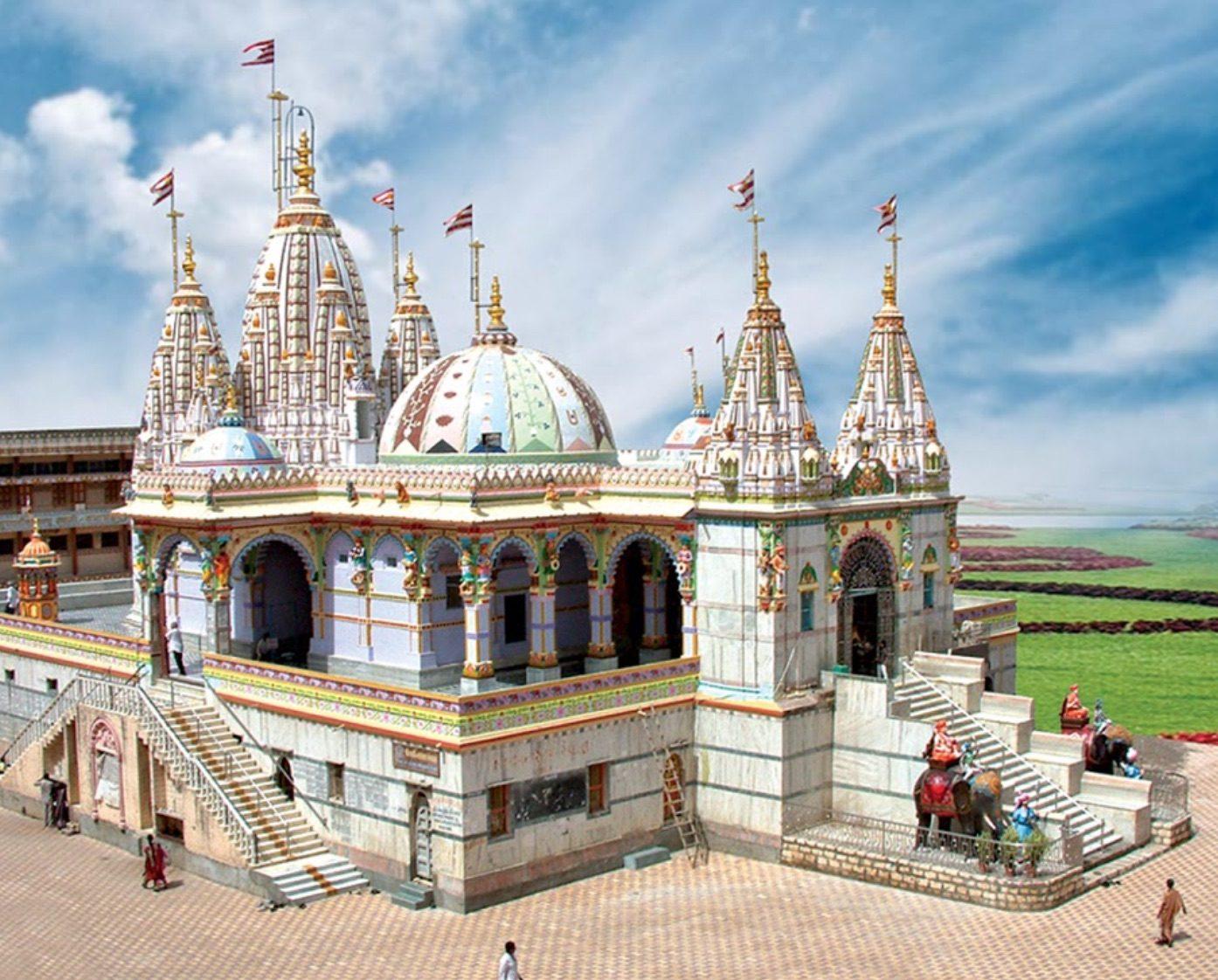 Place To See Near Uparkot Fort-Shri Swaminarayan Mandir