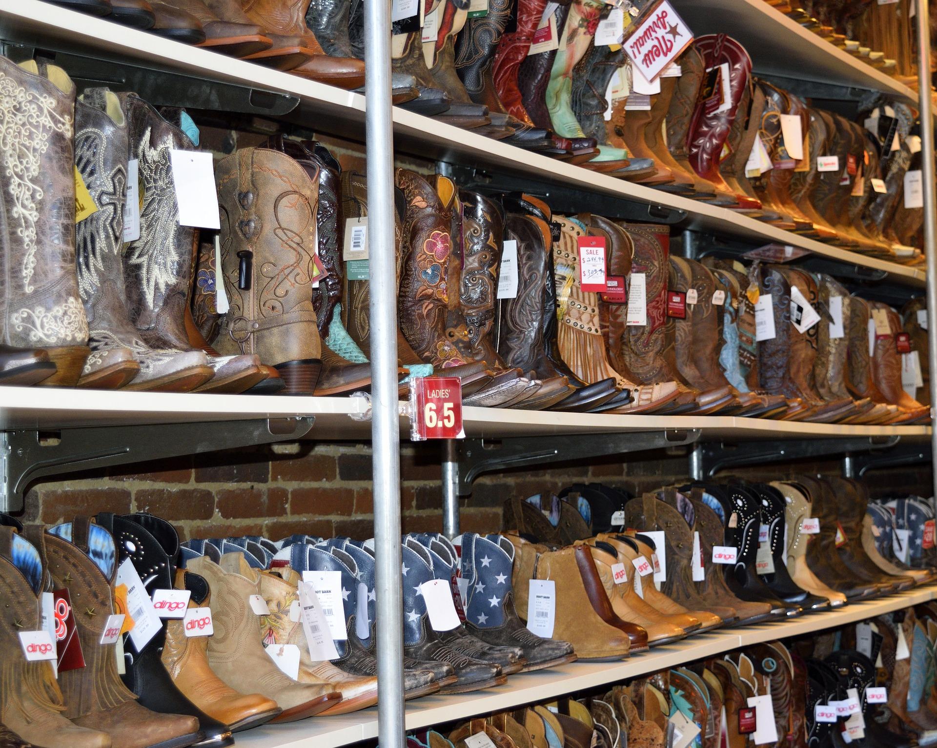sindhi market-best footwear shops in ahmedabad