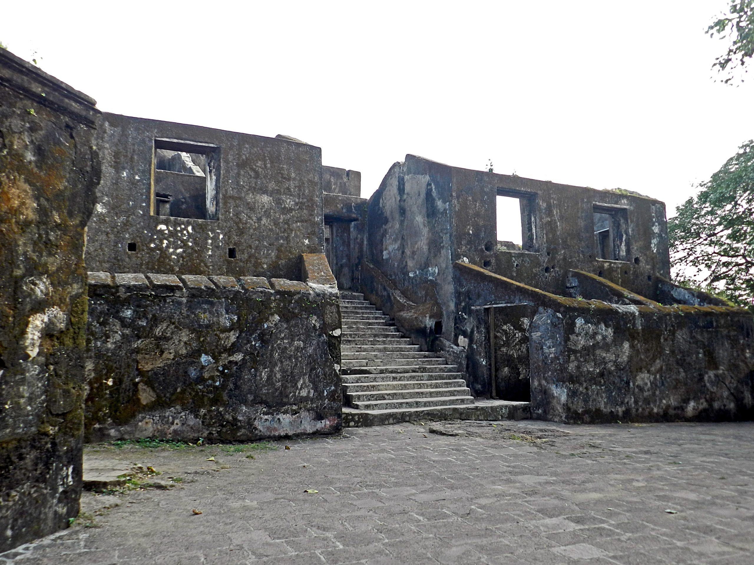 Sion Fort - The Fort in the Midst of Mumbai