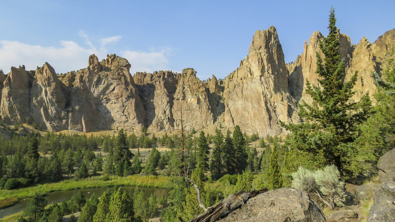 Beautiful Place to Visit In Oregon-Smith Rock State Park, Terrebonne