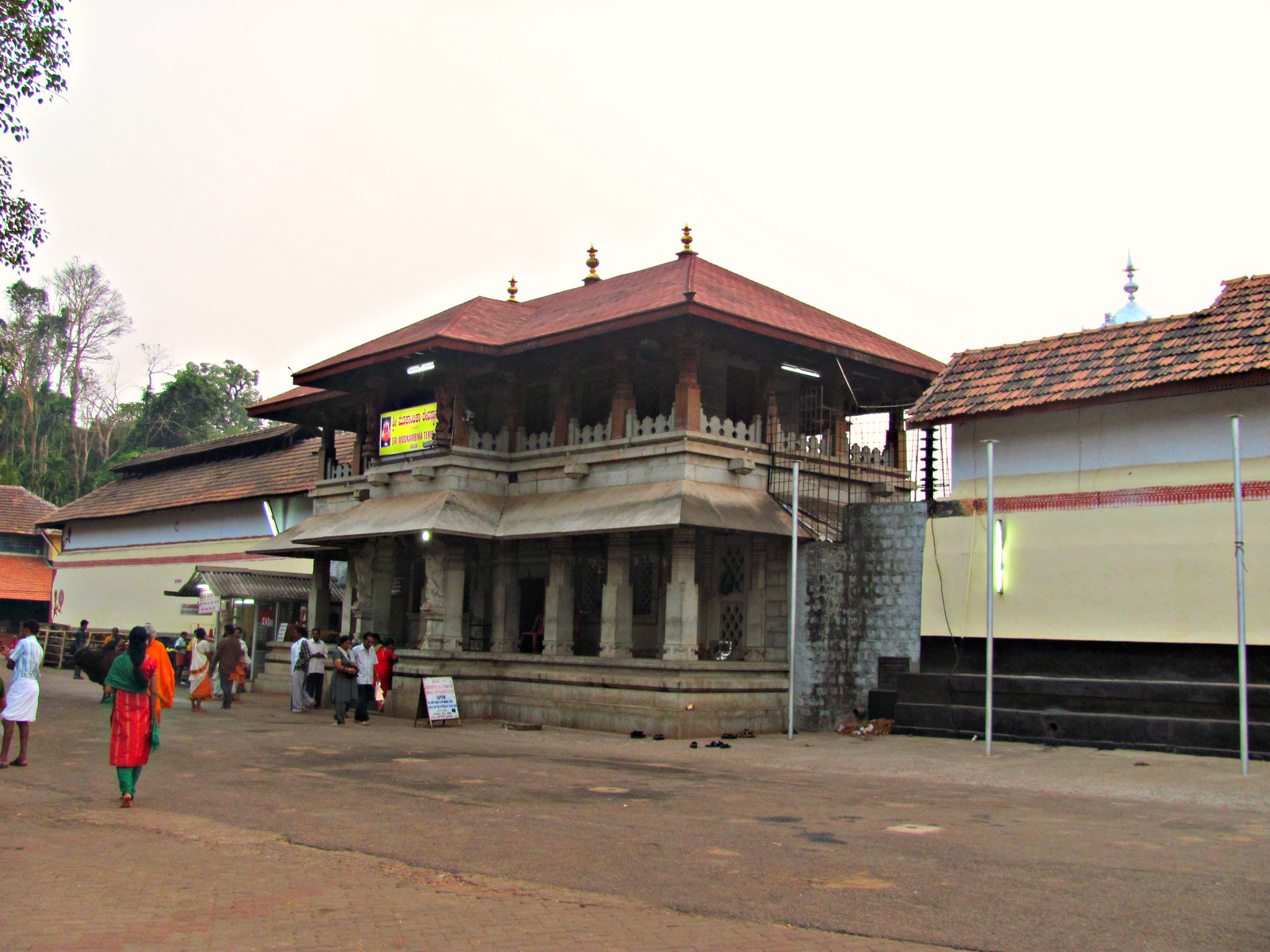 Sri Mookambika Devi Temple, Kollur Travel Guide : Origin, History, Festivals, Timings, How to Reach, Stay Options, Best Time to Visit Sri Mookambika Devi Temple