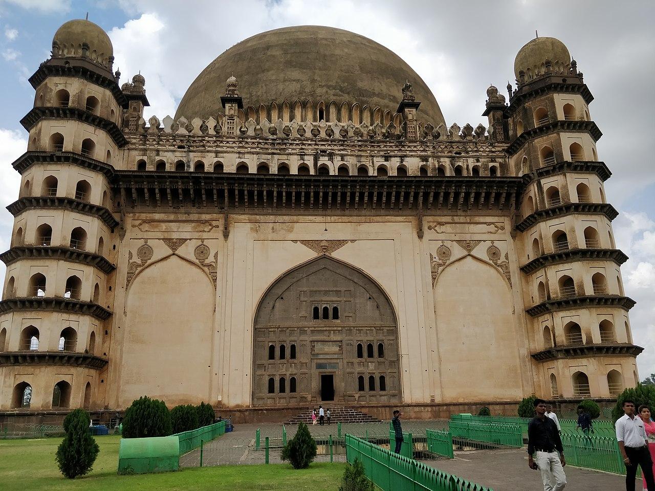 Structure & History of Gol Gumbaz in Vijayapura (Bijapur)