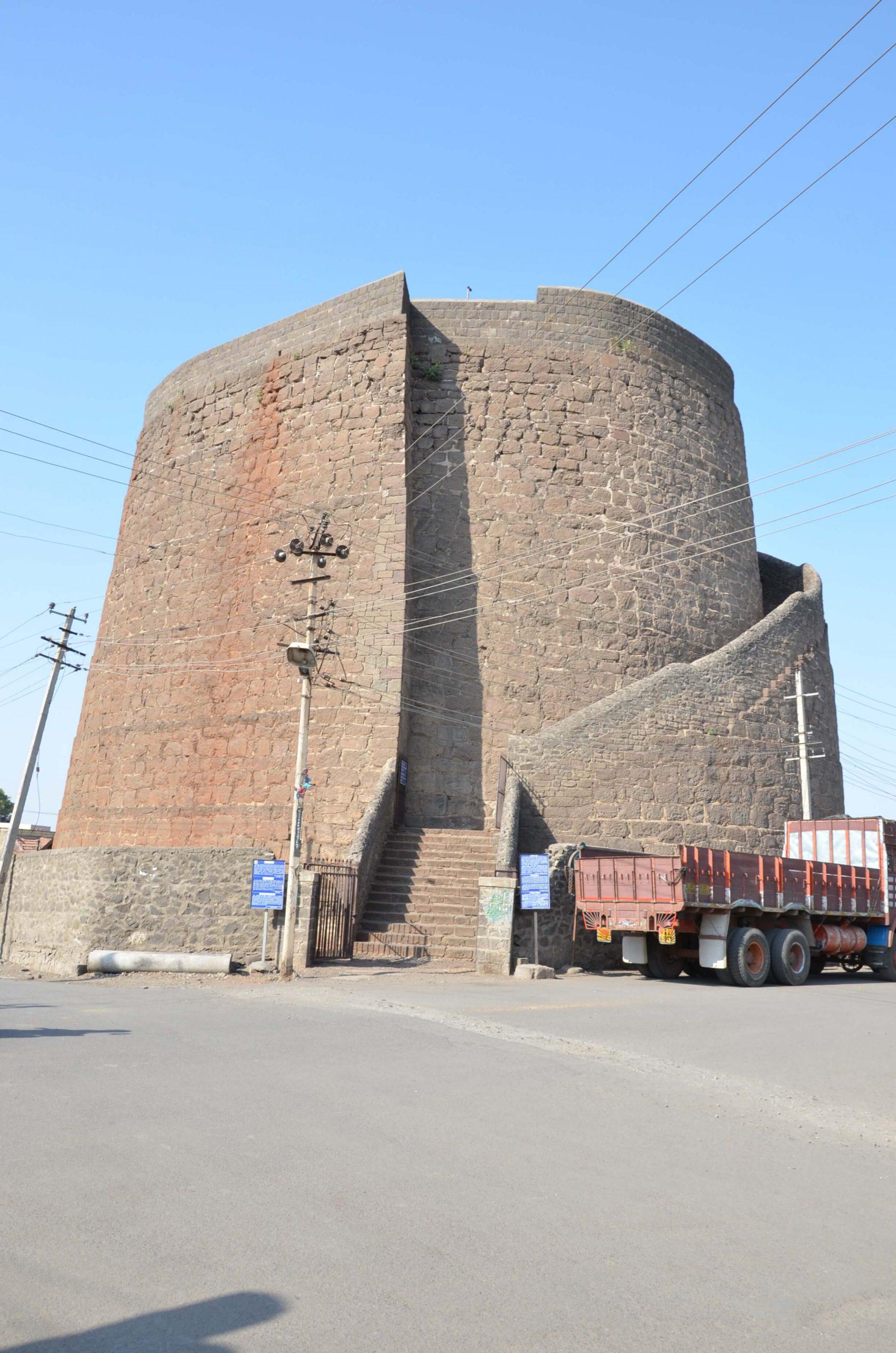 Structure of Upli Burj, Vijayapura (Bijapur)