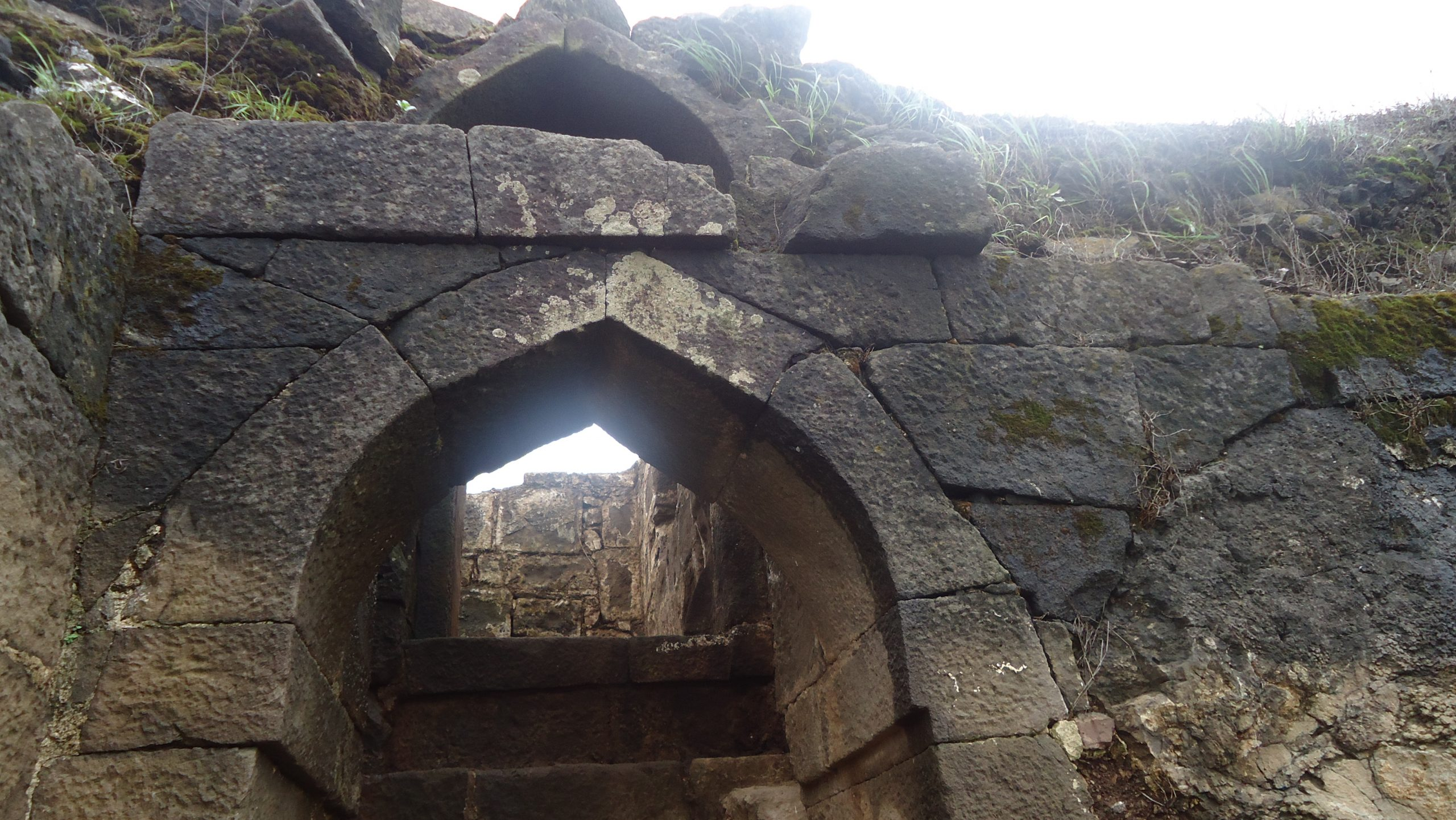 Structures in the Salher Fort