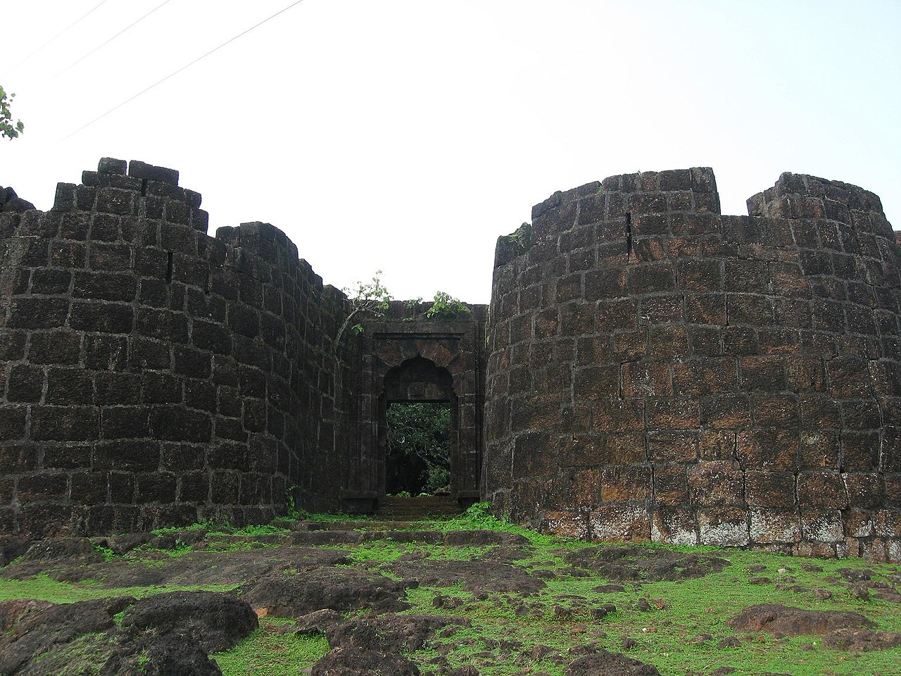 Structures inside Bankot Fort