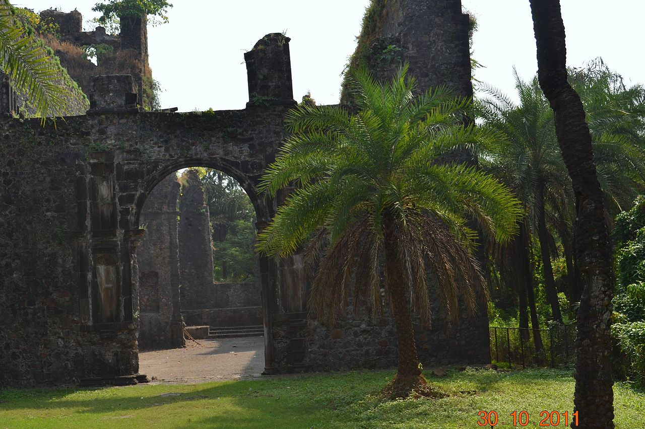 Structures of Bassein Fort
