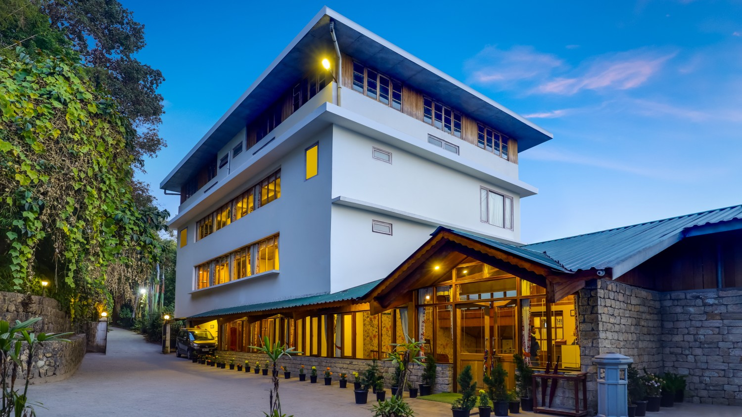 Sumit Namnang Courtyard and Spa Best Budget and Luxury Hotel To Stay In Gangtok