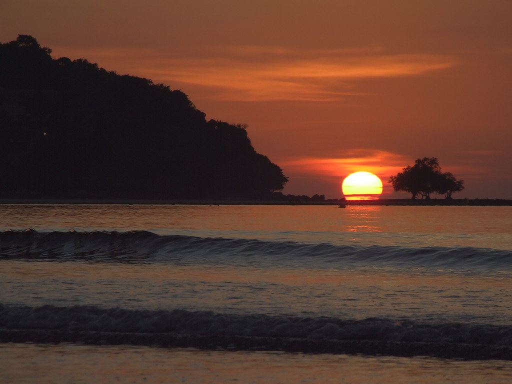 Amazing Beach in Thailand For You To Soak in the Sun-Sunset Beach