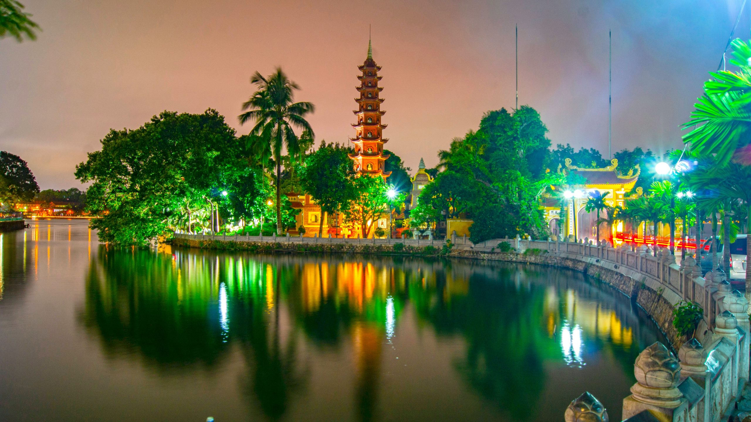 What to Do in Hanoi-Take A View At The Beautiful Tran Quoc Pagoda