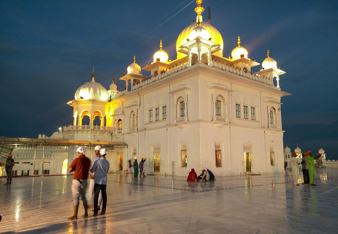Place Worth Visiting In Anandpur Sahib-Takhat Sri Keshgarh Sahib