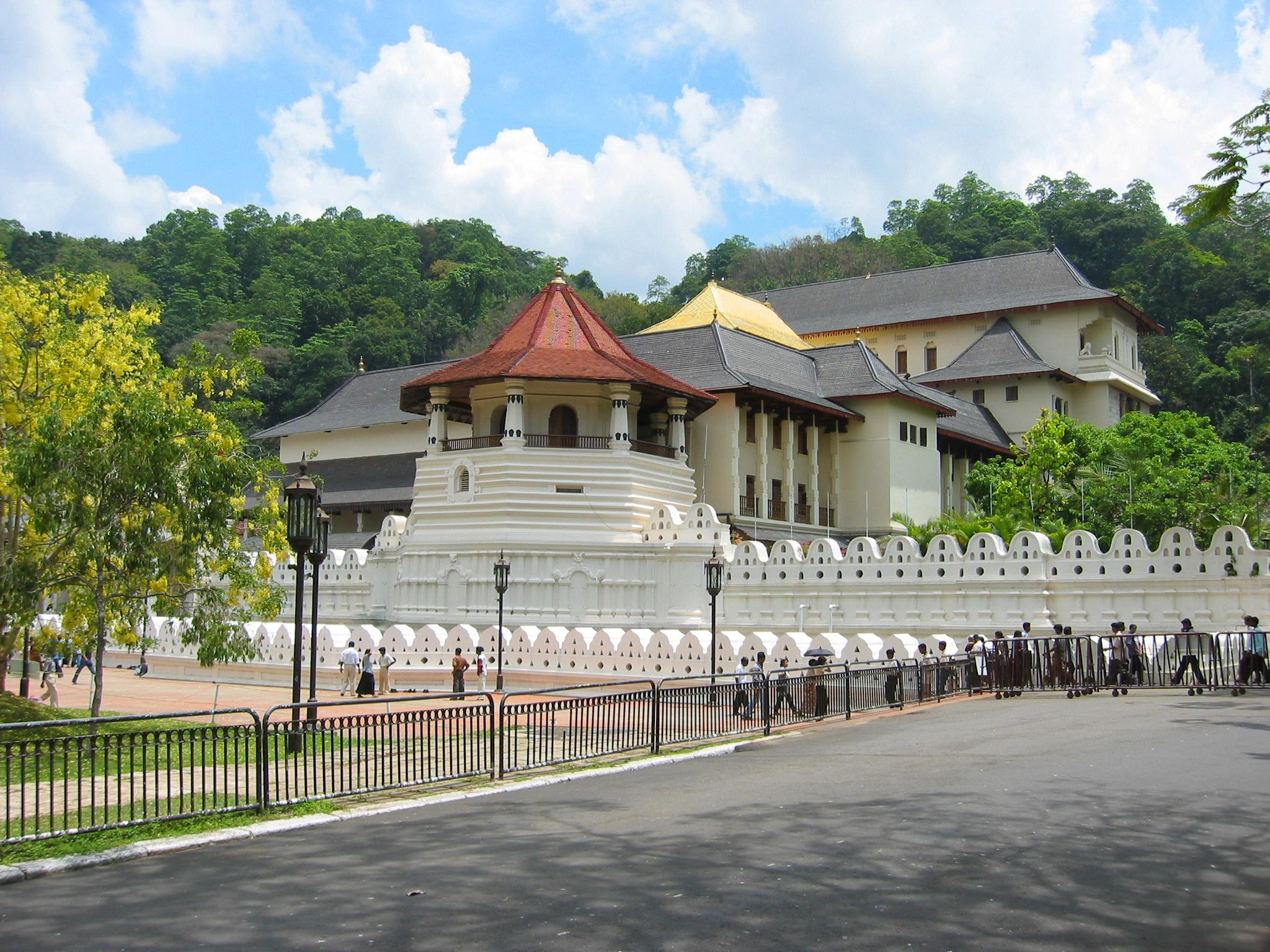 Temple of Tooth Relic in Kandy-Must-visit Place in Sri Lanka