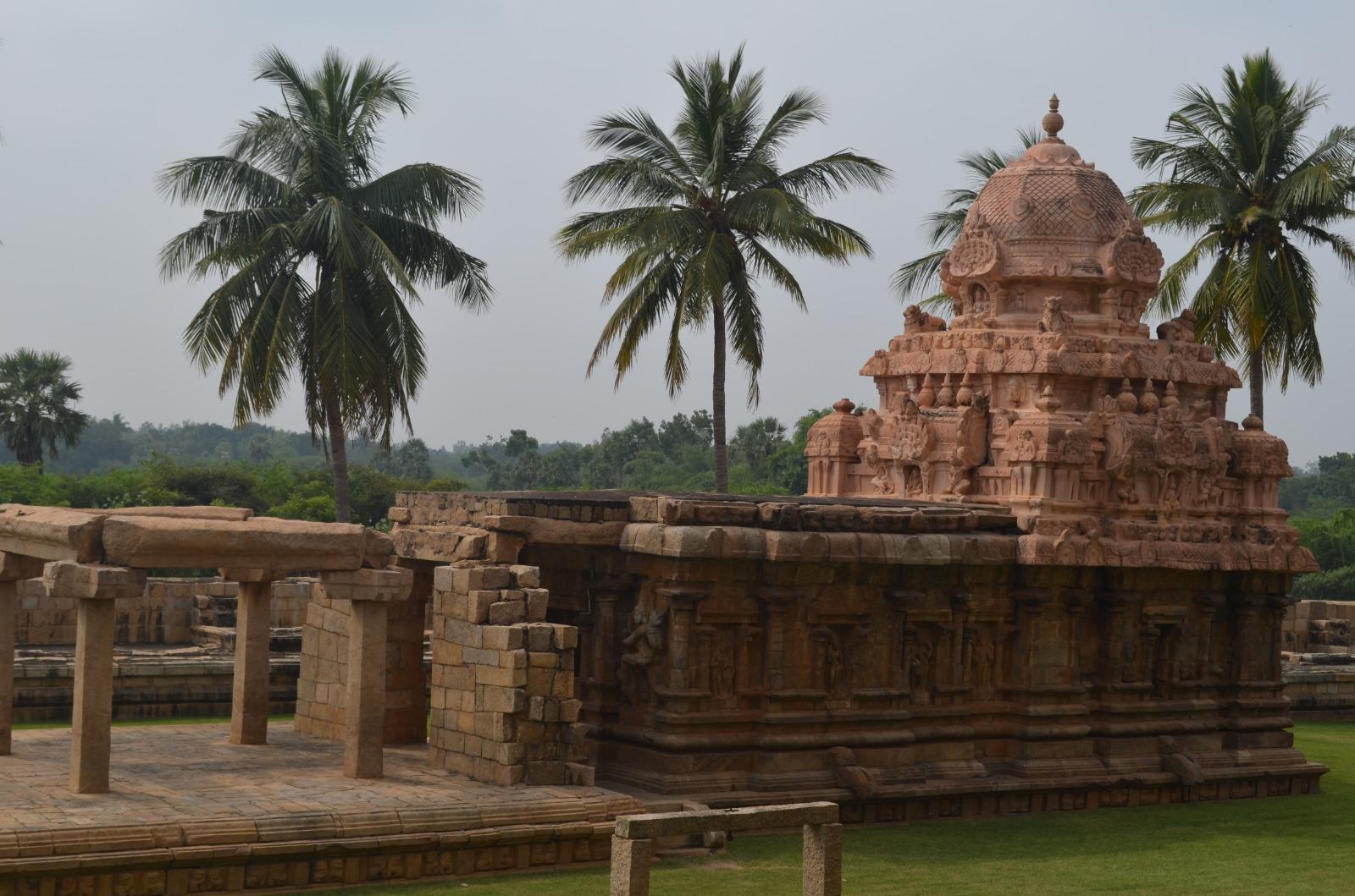 Temples at Tamil Nadu, Chidambaram And Cholapuram