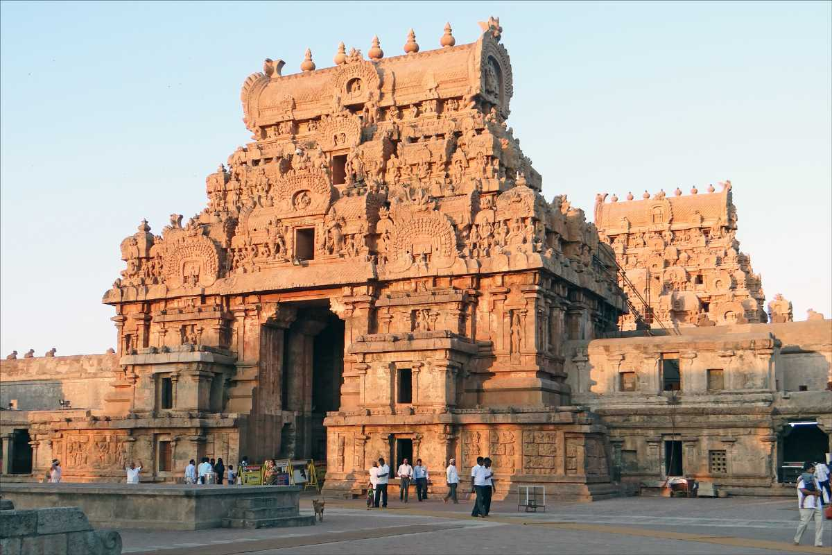 Famous Place to Visit NearManora Fort-Thanjai Mamani Koil