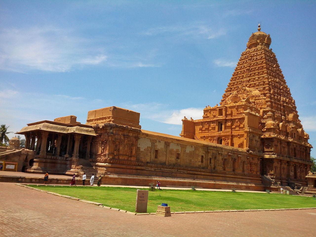 Must-Visit Historical Place In Tamil Nadu-Thanjavur, Brahadeeswara Temple