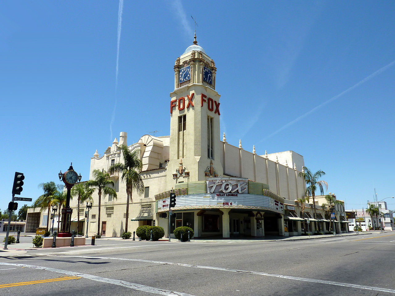 Best Historical Place to Visit in Bakersfield-The Fox Theatre