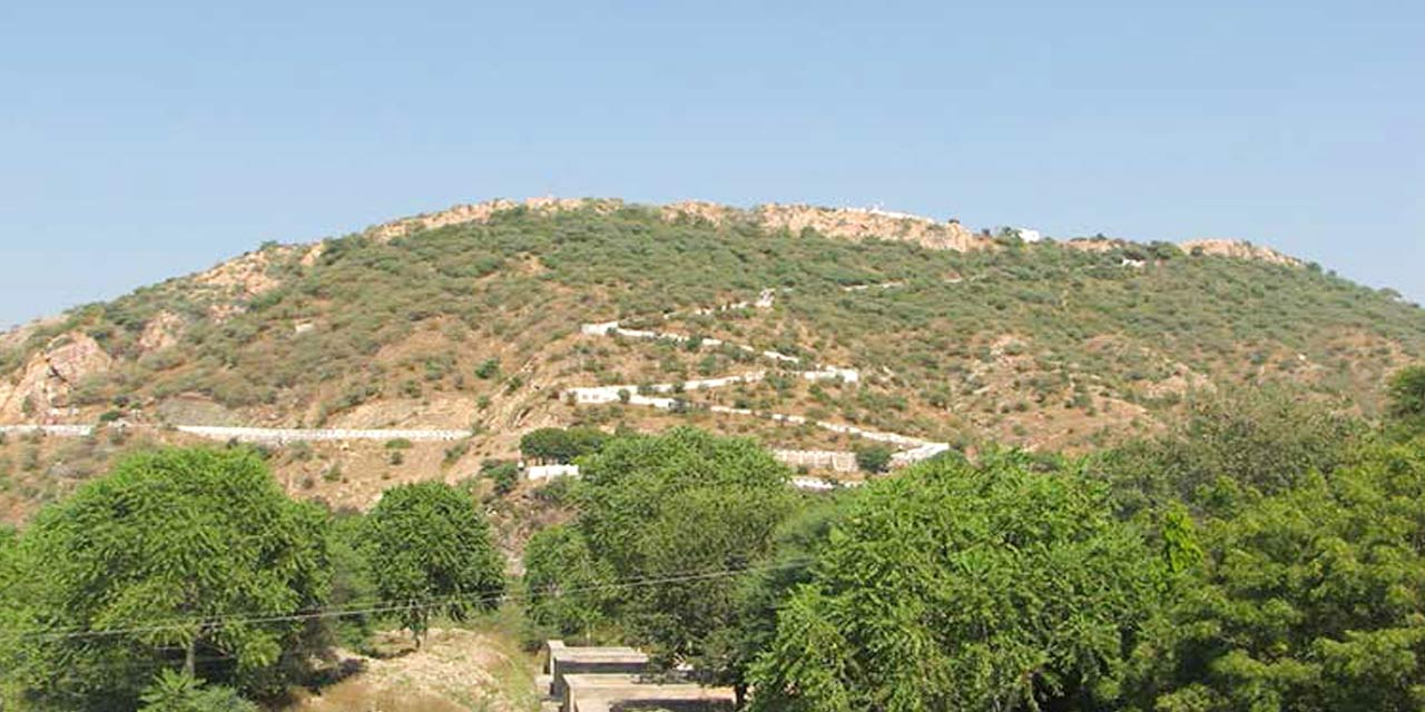Popular Temples To Visit in Mathura - The Govardhan Hill