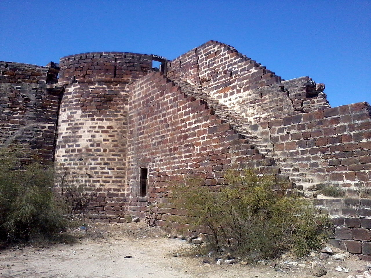 The Lakhpat Fort Structure and Tourist Experience, Kutch