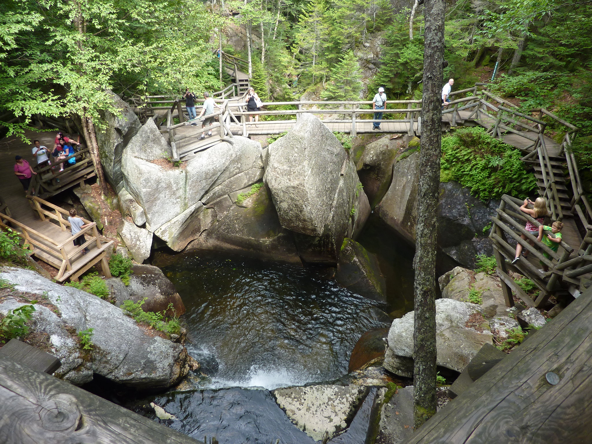 Top Tourist Place In New Hampshire-The Lost River Gorge