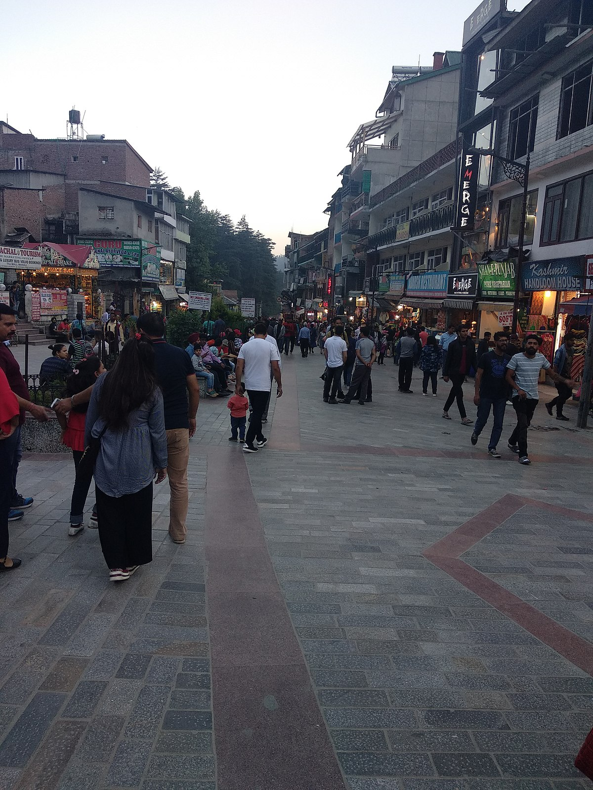 Shopping Place to Shop in Kullu and Manali - The Mall Road