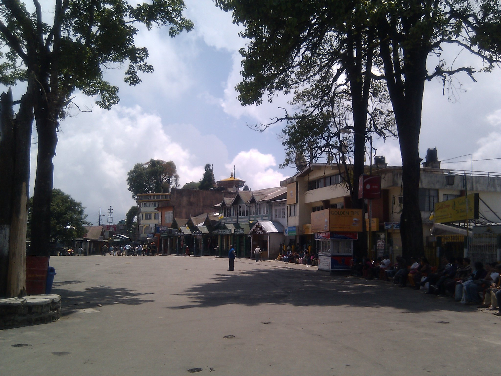 The Mall Road - Best Shopping Destination in Darjeeling to Self-Indulge