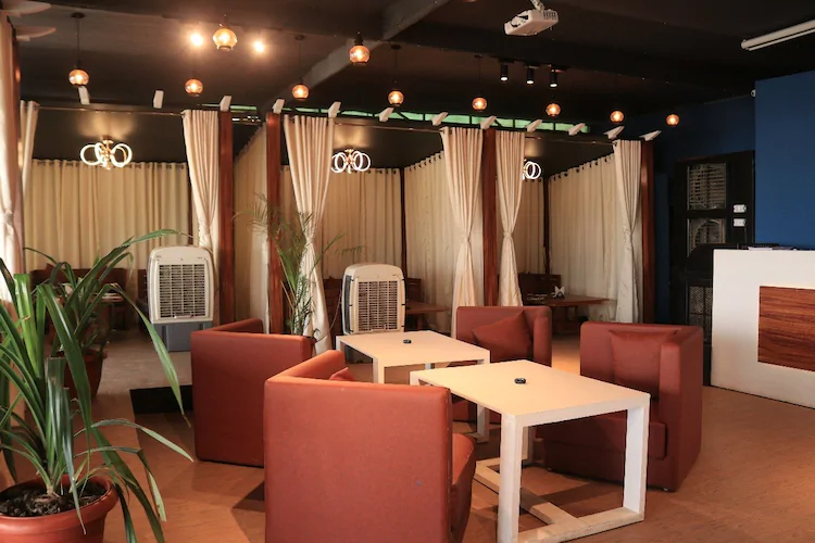 Restaurant In Indore To Taste Delicious Food-The Monroe