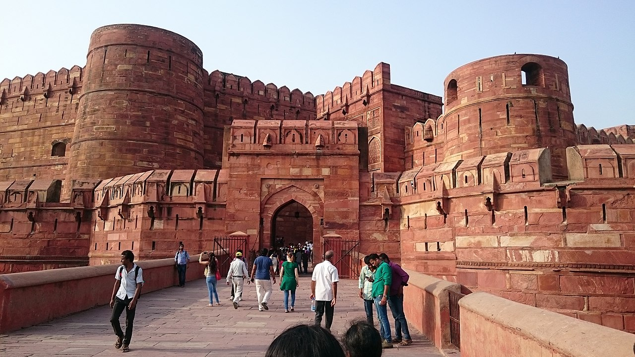 The Red Fort - Amazing Sightseeing Place in Agra