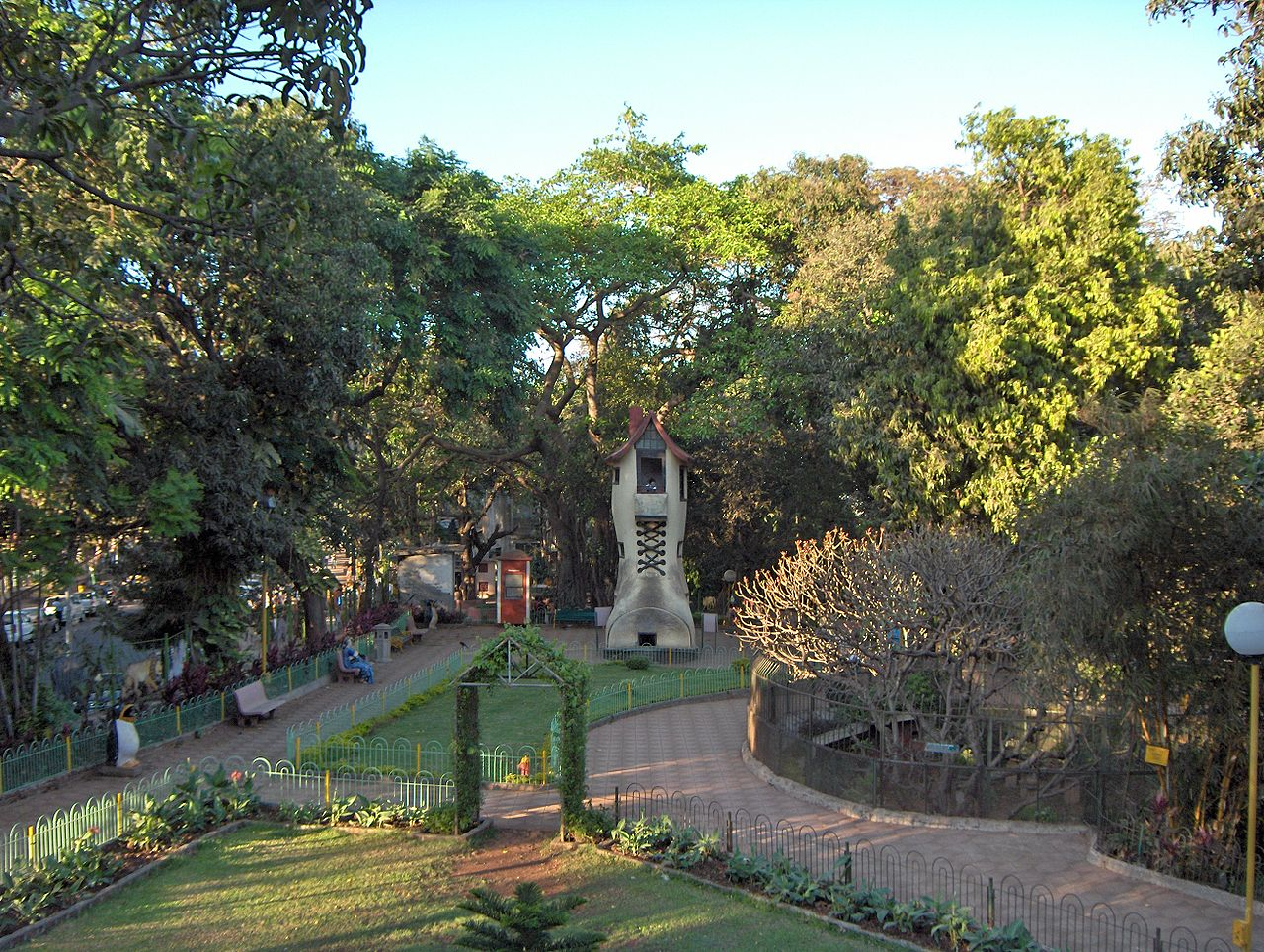 The Tourist Experience of Visiting Hanging Gardens