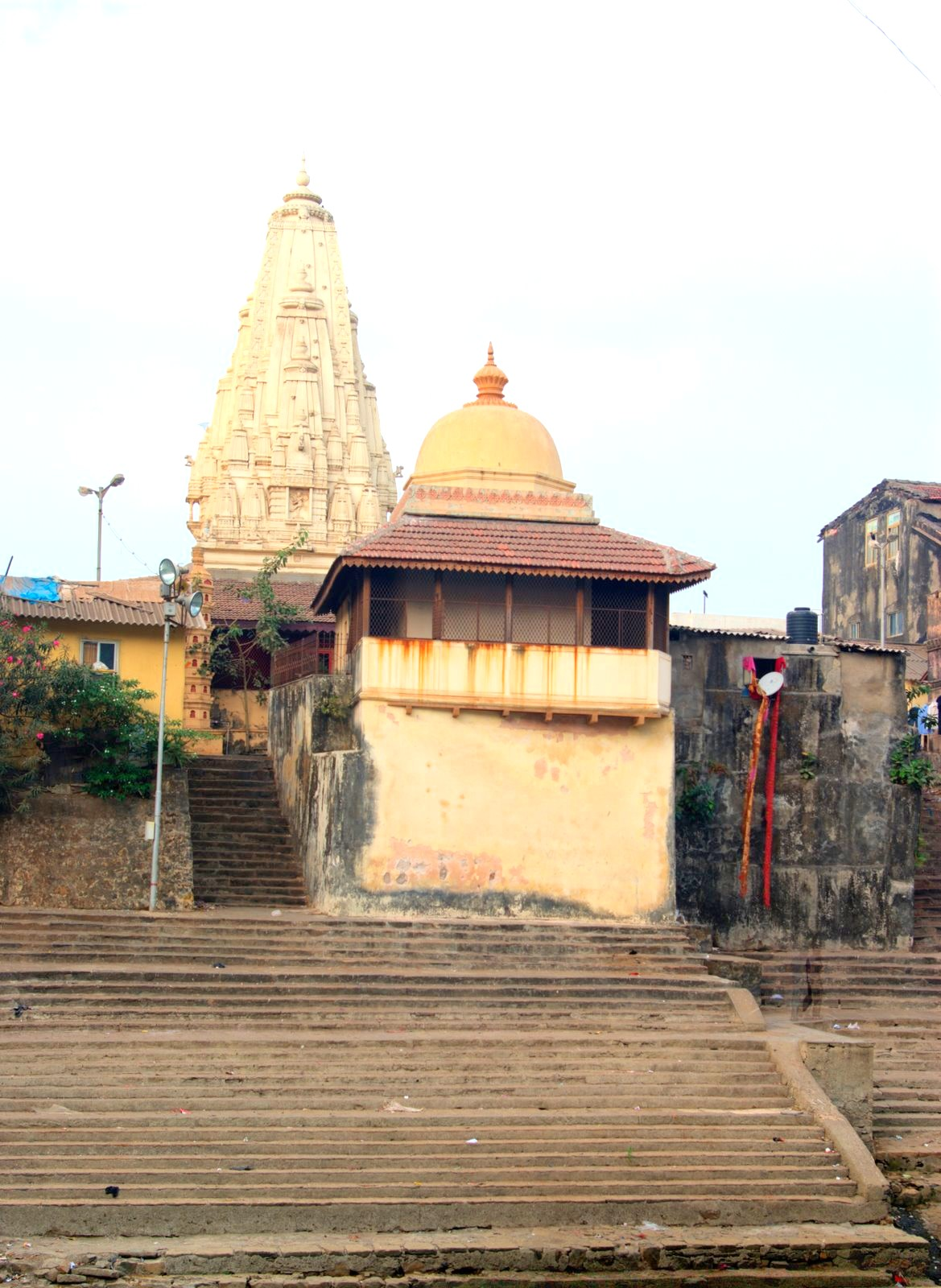 The Walkeshwar Temple Experience