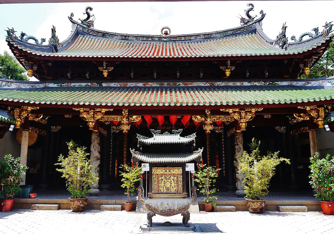 Best Alternative Things To Do In Singapore-Create Memories At The Thian Hock Keng