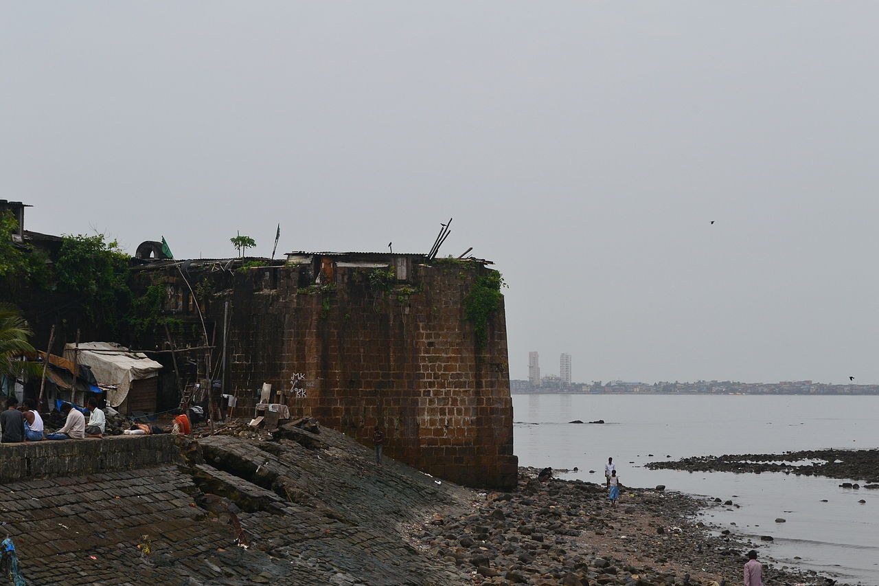 Tourist Experience of Mahim Fort, Mumbai