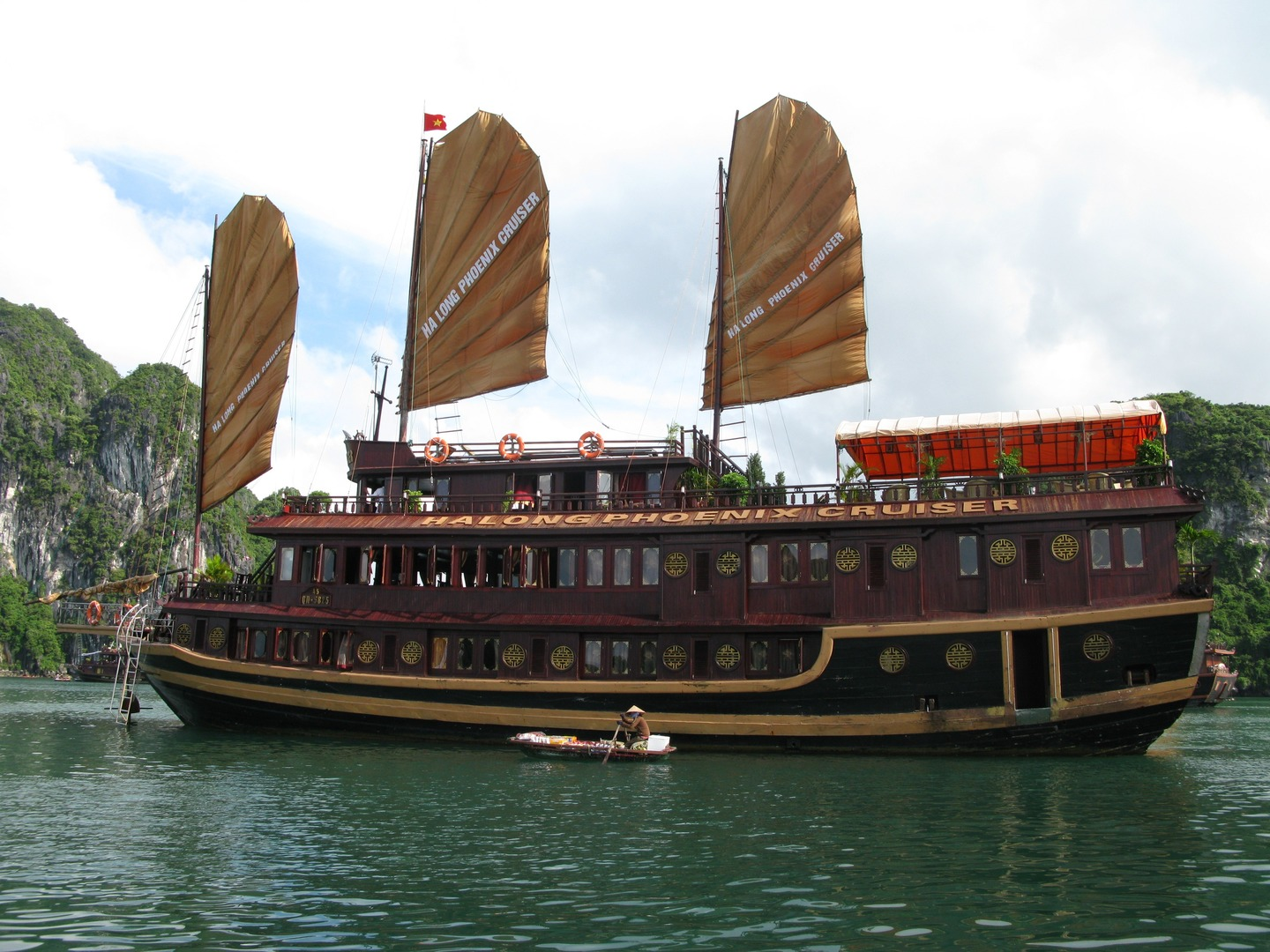 What to Do in Hanoi-Treat Yourself With A Night on Halong Cruise from Hanoi