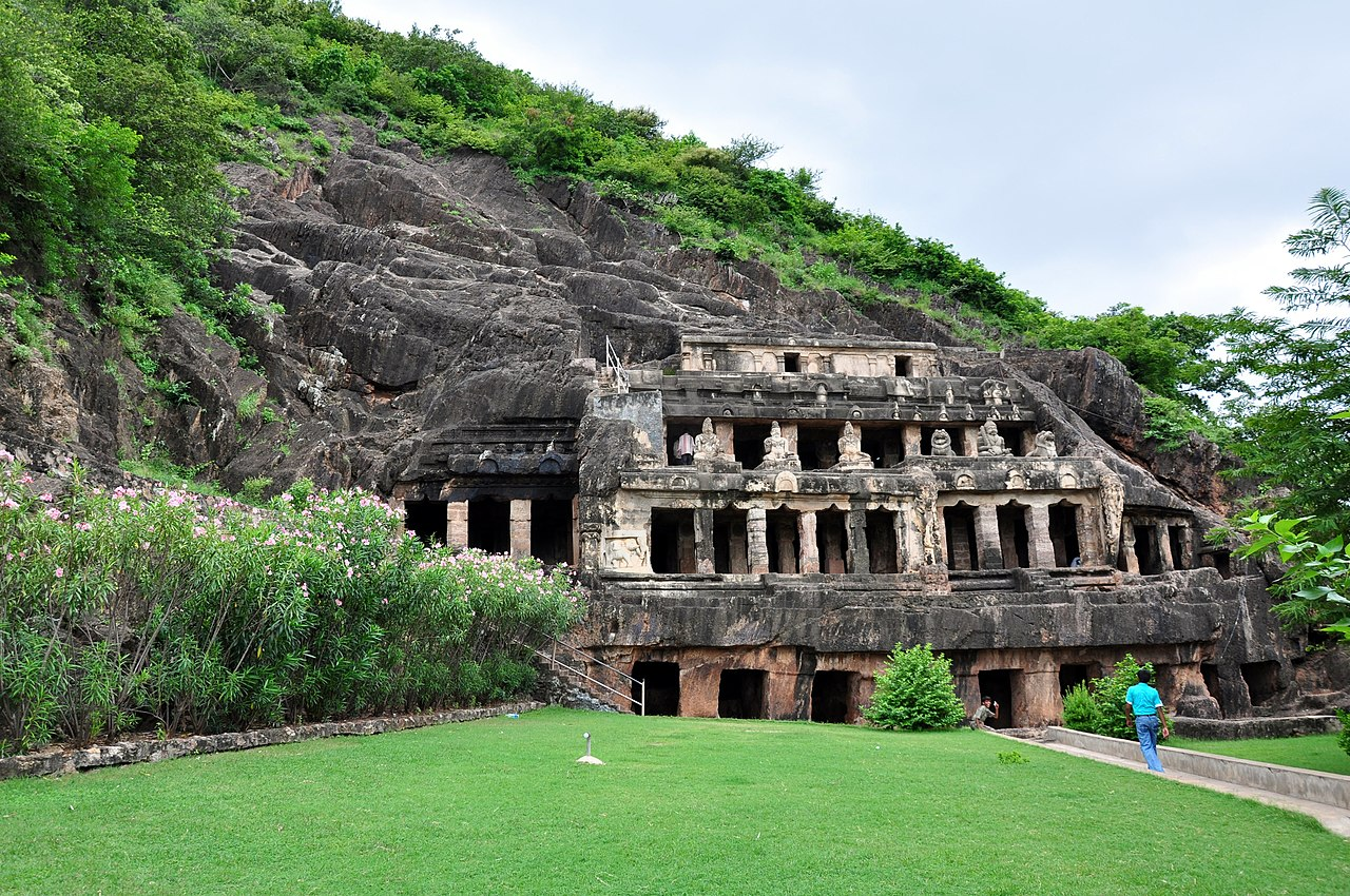 Top Must-Visit Place in Vijayawada-Undavalli Caves